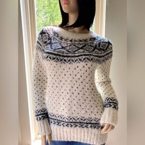 Abercrombie & Fitch Fuzzy Fair Isle Sweater Size M